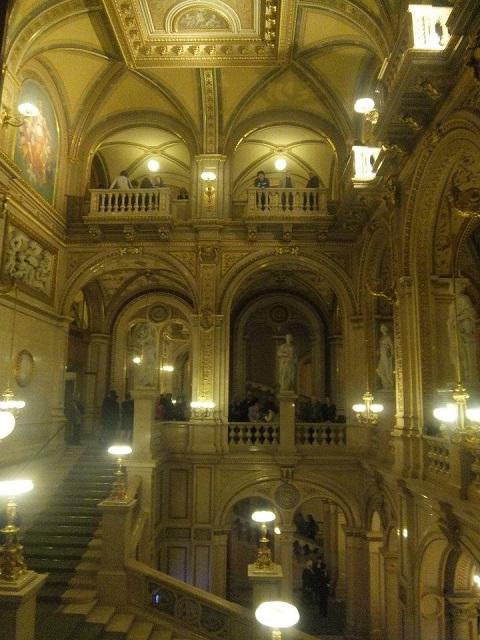 ウィーンのオペラ座内部