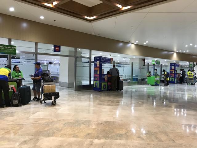 空港のSIMカード売り場