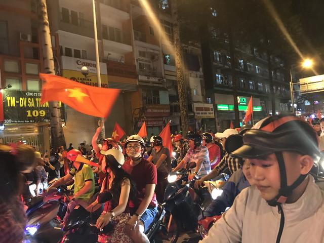 バイクに乗る大量のベトナム人