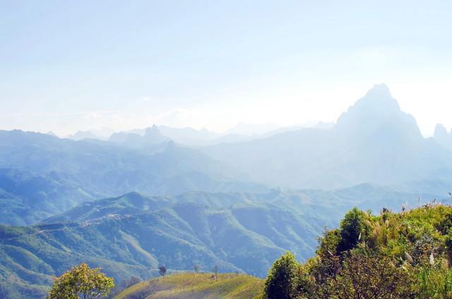 山々に囲まれた自然豊かなラオス