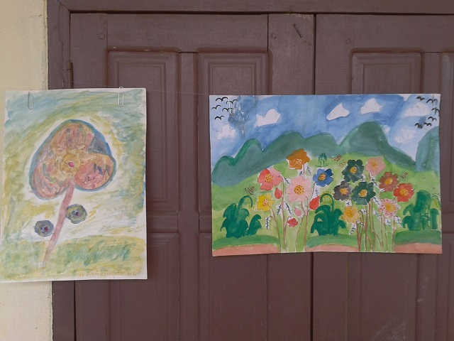 ラオスの子供達の描いた絵