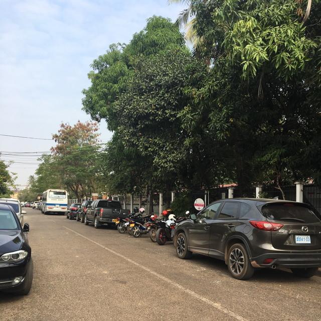 ラオスのフレンチクリニックの近くの道
