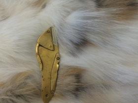 フォックスファーと毛皮用カッターナイフを使っての製作