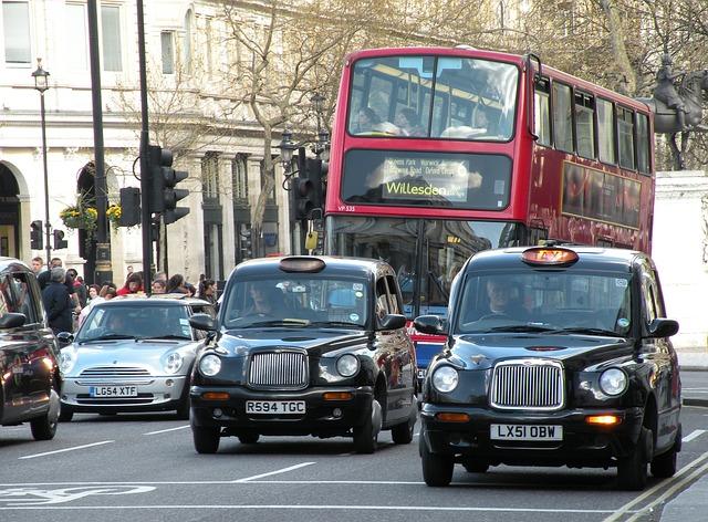 タクシーとバス