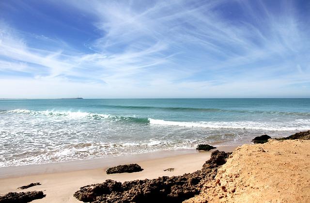 エッサウィラのビーチ