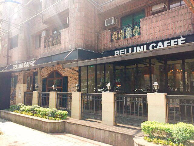 BELLINI CAFFEの外観