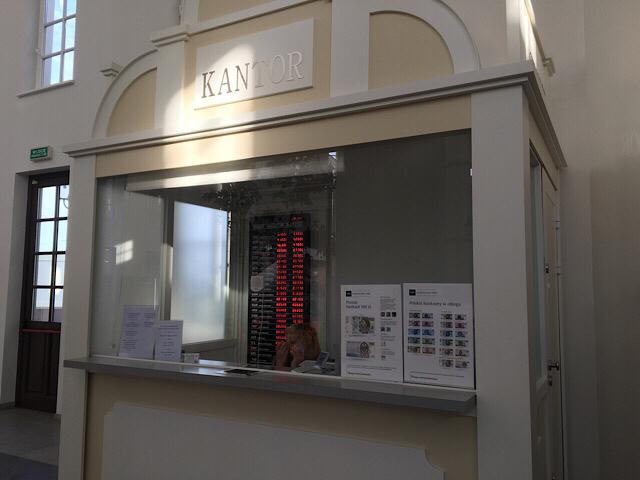 ポーランドの両替所「KANTOR」