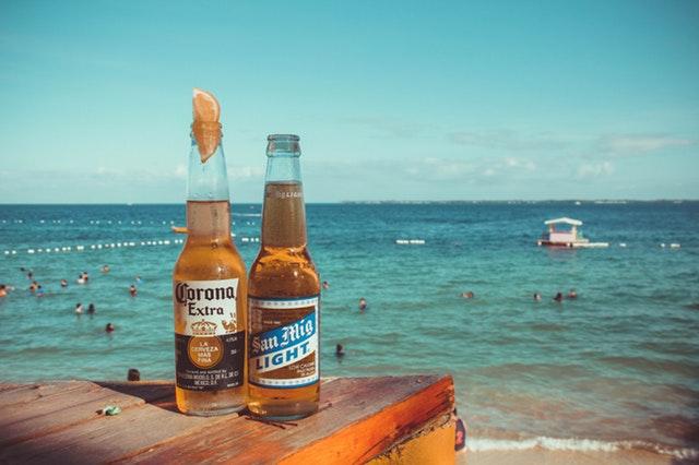 ビーチでアルコール