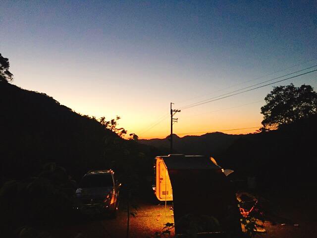 キャンプ場の夕方