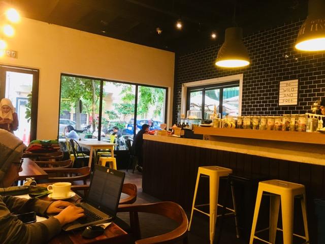 カフェ「COMMON GRIND」