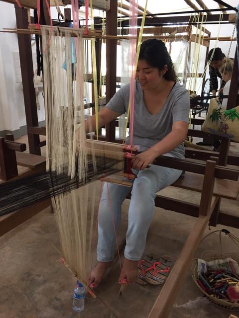ラオスの伝統機織り