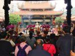 台北観光で人気の「龍山寺」。台湾の神様にお願い事を託してみよう!