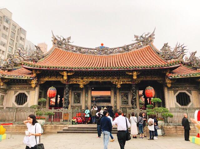 龍山寺の前殿