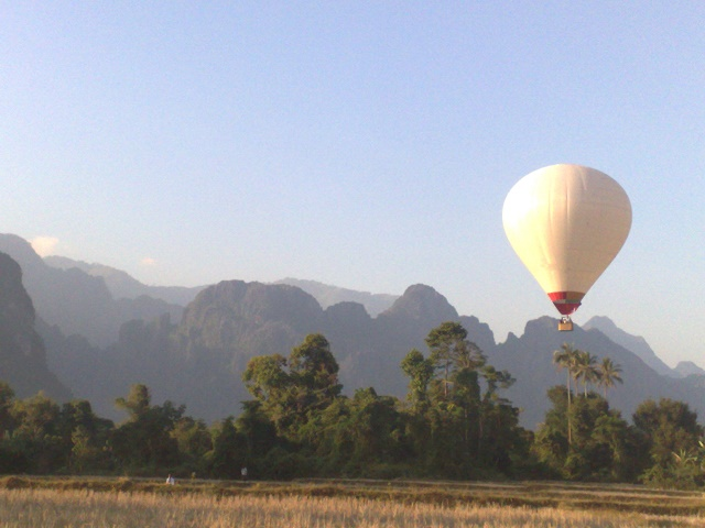 観光気球テイクオフ