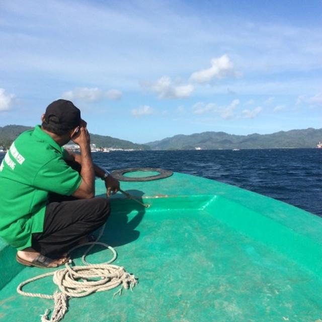ブナケン島へ行く船