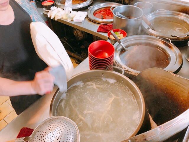 刀削麵作り