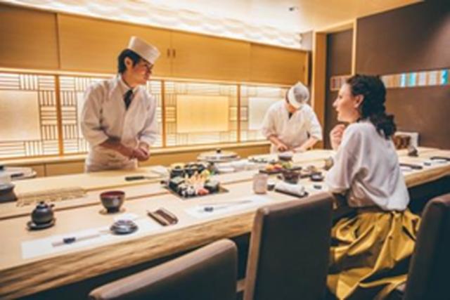 日本食レストランのカウンター