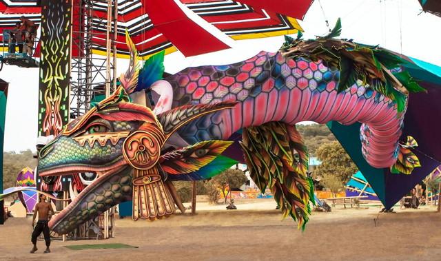 フェスティバルのドラゴン