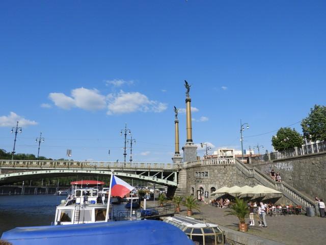 ヴルタヴァ川をクルージング
