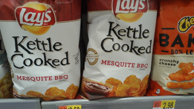 Lay's Kettle Cooked Mesquite BBQ(レイズ、ケトルクック、バーベキュー味)