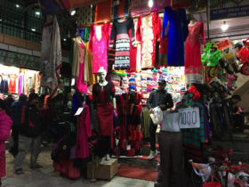 ローカル衣服市場「アサン」