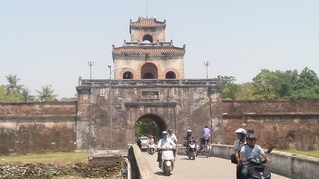 旧市街入り口の門
