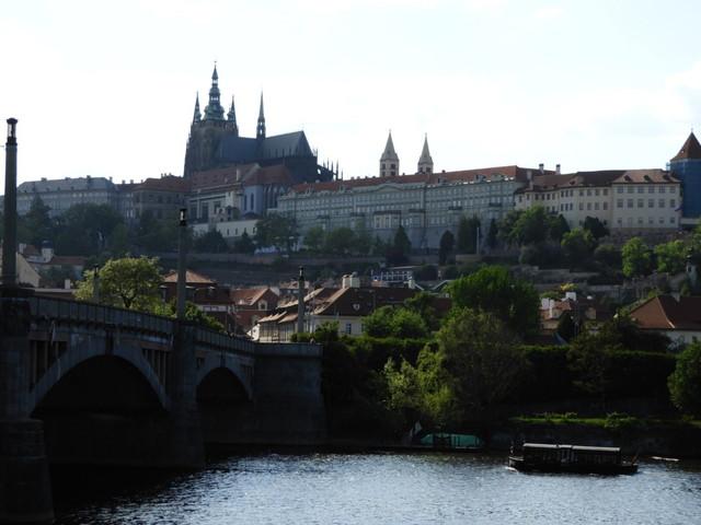 川から見るプラハ城