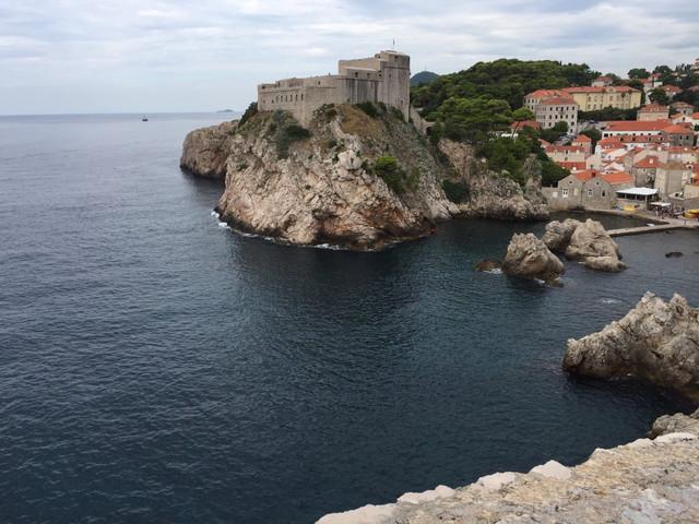 アドリア海とドブロブニクの街が合わさった景色