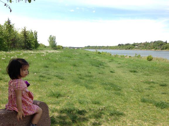 カナダの草原にいる女の子
