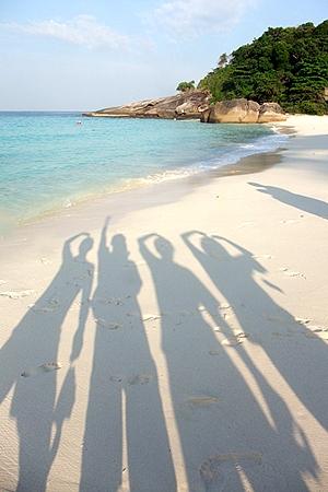 ビーチと影
