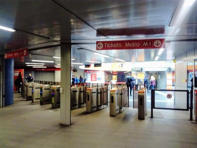 地下鉄の改札