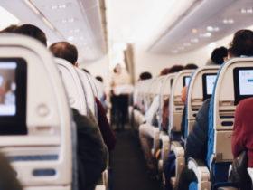 飛行機の内部