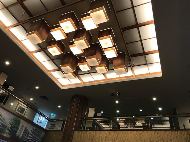 百貨店の天井
